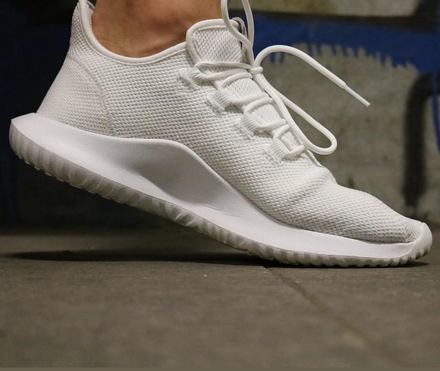Weiße Sneaker pflegen