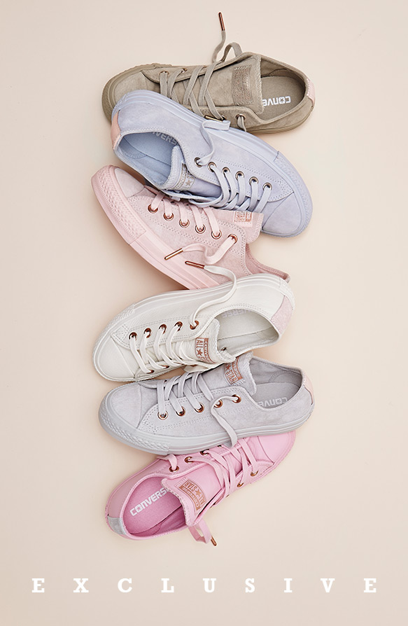 Farbige Sneaker der Spring Blossom Kollektion